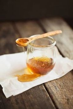 Honey and cinnamon cleanse Every morning on an empty stomach half an hour before breakfast and again at night before sleeping drink honey and cinnamon powder boiled in one cup water. If taken regularly it reduces the weight of even the most obese pers Good Food, Yummy Food, Tasty, Honey And Cinnamon, Cinnamon Powder, Ground Cinnamon, Raw Honey, Gastronomia, Natural Treatments
