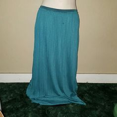 Teal Pleated Maxi Skirt American Eagle brand. Size Large. Also fits XL. Elastic waist. Very stretchy.  Beautiful teal blue/green color. Partially lined. Brand new with tags. From outlet. American Eagle Outfitters Skirts Maxi