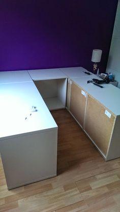 Precisa desesperadamente de arrumação no quarto? Ora veja esta ideia espectaculaar que encontrei num Site IKEAHACKERS.NET FON...