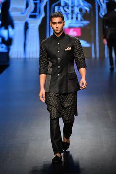 Lotus Make up India Fashion Week Autumn/Winter 2019 - Rohit Kamra Mens Indian Wear, Mens Ethnic Wear, Indian Men Fashion, India Fashion Week, Lakme Fashion Week, 00s Fashion, Fashion Outfits, Fashion Weeks, Make Up India