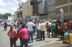 (Lorent) RT @TheCaracasPost: Asi se encuentra el Palacio de Justicia de Carabobo con la llegada de Loren Saleh (vi... pic.twitter.com/eV0NHEyngg