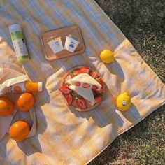 Picnic Date, Summer Picnic, Beach Picnic, Summer Aesthetic, Aesthetic Food, Comida Picnic, Eat This, Cafe Food, Oui Oui