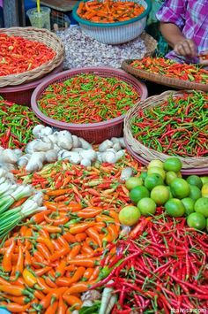 Phuket market, finding some lunch Fruit Photography, Food Photography Styling, Village Photography, Siem Reap, Fresh Fruits And Vegetables, Veggies, Spices And Herbs, Stuffed Hot Peppers, Thai Recipes