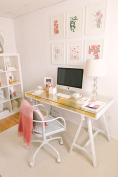 Oh I would love an office like that but I'd need way more storage! But still, the colour theme in this is so soft and feminine, I love it.