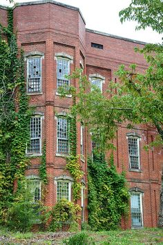 """Old Georgia State Hospital"" -- [Milledgeville, Georgia]~[Photograph by (Wesley) - October 6 I really want to see this in person. Old Abandoned Buildings, Abandoned Property, Abandoned Asylums, Old Buildings, Abandoned Places, Old Hospital, Abandoned Hospital, Spooky Places, Haunted Places"