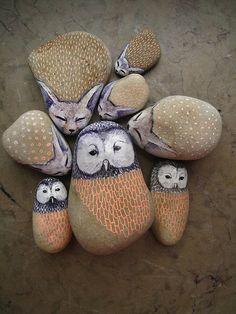 Galets peints - painted stones (owl)