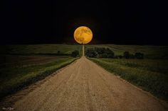 Fotograf Aaron J. Groen fährt auf der Road to Nowhere Beautiful Moon, Beautiful World, Stunningly Beautiful, Absolutely Gorgeous, Beautiful Images, Dakota Do Sul, South Dakota, South Carolina, Pretty Pictures