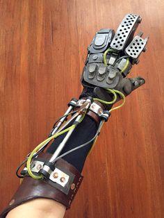 Imperator Furiosa bionische Hand Roboter Schaum von MerchantHeroes