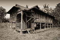 traditional malay house @ perlis Asian Architecture, Vernacular Architecture, Classic Architecture, Architecture Design, Tropical Architecture, Traditional Decor, Traditional House, Indonesian House, Hamptons Decor