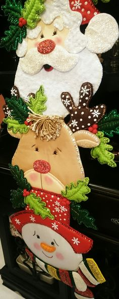 48 Amazing Hanging Ornament Ideas To Add Enliven Christmas Day Dark Christmas, Felt Christmas, Christmas Projects, Christmas 2019, Holiday Crafts, Christmas Home, Christmas Ornaments, Holiday Decor, Felt Crafts