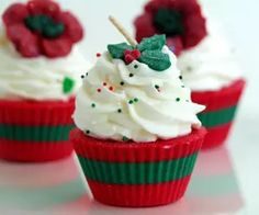 Christmas Soy Cupcake Candles Scented by BrooklynWicksLLC on Etsy (Diy Candles Scented) Cute Candles, Gel Candles, Scented Candles, Cupcake Candle, Cupcake Soap, Christmas Soap, Christmas Candles, Christmas Cupcakes, Merry Christmas