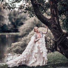 Wedding Pics, Wedding Gowns, Fairytale Fashion, Fantasy Gowns, Fashion Photography Poses, Glamorous Wedding, Glamorous Dresses, Photoshop, Gold Dress