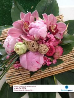 Ramo para la Exaltación de la Fallera Mayor de Paterna 2014. Ana Bailén.  En Tonos Rosa y fresa. Orquídeas, Peonías, rosas pitiminí y verdes.