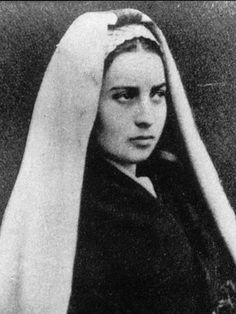 """Once a nun asked her if she had temptations of pride because she was favored by the Blessed Mother."""" she answered quickly. """"The Blessed Virgin chose me only because I was the most ignorant. Ste Bernadette, St Bernadette Of Lourdes, St Bernadette Soubirous, Catholic Saints, Roman Catholic, La Salette, Religion Catolica, Our Lady Of Lourdes, Bride Of Christ"""