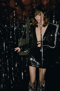 Publication: Vogue UK November 2017 Model: Freja Beha Erichsen Photographer: Theo Wenner Fashion Editor: Clare Richardson Hair: Tomo Jidai Make Up: Sally Branka Vogue Uk, Vogue India, Vogue Russia, Glam Rock, Fashion 2017, Look Fashion, High Fashion, New Year's Eve Plans, New Year Photoshoot