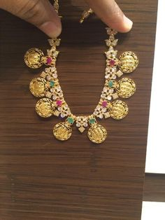 Short ramparivar necklace Kids Jewelry, Simple Jewelry, Baby Jewelry, Gold Jewellery Design, Gold Jewelry, Antique Jewellery, Diamond Jewellery, Jewelry Necklaces, Gold Models