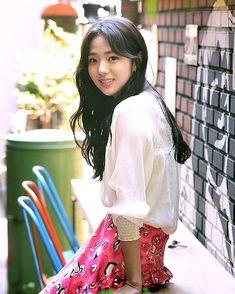Chae Soo Bin (채수빈) Korean Actresses, Asian Actors, Cute Korean, Korean Girl, Korean Beauty, Asian Beauty, Chae Soobin, The Man Who Laughs, Figure Poses