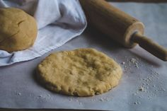 making keto pizza crust Fat Head Pizza Crust, Fat Head Dough, Pizza Dough, Low Carb Desserts, Low Carb Recipes, Diet Recipes, Fathead Dough Recipe, Health Dinner, Low Carb Casseroles