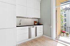 FINN – GRÜNERLØKKA - 3-roms gjennomgående leilighet med nyere kjøkken og bad, stor solrik balkong, peis i indre gård!