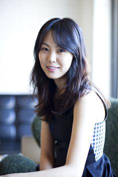배우 김민희가 공감 100% 리얼 멜로 연기로 청춘 남녀의 눈과 마음을 붙잡는다.