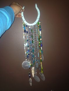 Horse shoe beaded wind chime - Crafts Are Fun Farm Crafts, Horse Crafts, Camping Crafts, Decor Crafts, Horseshoe Projects, Horseshoe Crafts, Horseshoe Art, Mosaic Crafts, Bead Crafts