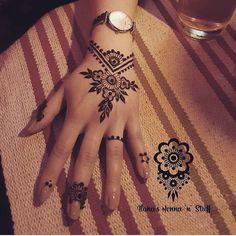 No photo description available. Henna Hand Designs, Mehndi Designs Finger, Pretty Henna Designs, Mehndi Designs For Fingers, Best Mehndi Designs, Henna Tattoo Designs, Henna Tattoo Hand, Hand Tattoos, Simple Henna Tattoo