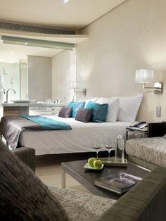 Slaapkamer Designhotel Aguas op Ibiza. Een hotelslaapkamer hoeft niet ...