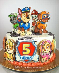 Paw Patrol Cookies on a cake Torta Paw Patrol, Paw Patrol Cake Toppers, Paw Patrol Birthday Cake, Paw Patrol Party, Disney Cars Birthday, Baby Birthday, Cookies For Kids, Custom Cookies, Celebration Cakes