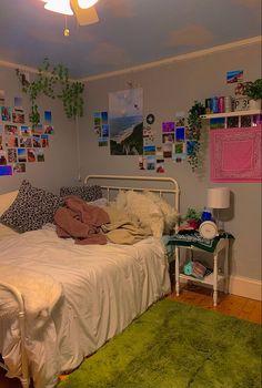 Indie Bedroom, Indie Room Decor, Cute Bedroom Decor, Room Design Bedroom, Aesthetic Room Decor, Room Ideas Bedroom, Bedroom Styles, Teen Bedroom, Bedroom Inspo