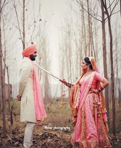 If you are wondering what to wear for your pre-wedding photoshoot, then these outfit ideas are something that will be super useful to you. Have a look. Punjabi Wedding Couple, Couple Wedding Dress, Punjabi Couple, Sikh Wedding, Wedding Pics, Wedding Shoot, Wedding Couples, Wedding Ideas, Punjabi Girls