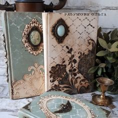 Diy Repurposed Books, Diy Old Books, Old Book Crafts, Paper Crafts, Handmade Journals, Handmade Books, Altered Books, Altered Art, Atelier Creation