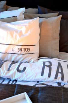 <3 Bed Pillows, Pillow Cases, Home, Deco, Pillows, Ad Home, Homes, Haus, Houses
