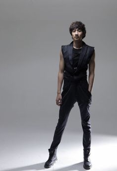 Lee Kwang Soo ///we usually see him as the funny guy...but here he's the sexy guy...I like this new side to him
