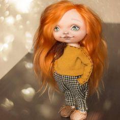 Вот она! Яркая, весенняя куколка!  #doll #doll_in_home #homedecor #handmade #handmadedoll #textiledoll #fabricdoll #interiordoll #кукла #кукларучнойработы #текстильнаякукла #куклаизткани #ручнаяработа #интерьернаякукла #рыжая #red