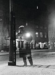 Vaclav Chochola Noční chodec, 1949 From The process of photography