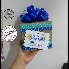 Empaca lo que quieras!!!! Aquí⬇️⬇️hacemos que los detalles hablen por ti 🎁👌 Diy Party, Party Gifts, Fun Crafts, Diy And Crafts, Sweet Magic, Gift Wrapping Bows, Weird Gifts, Sweet Box, Chocolate Bouquet