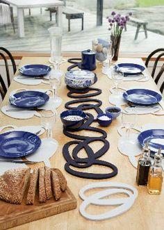 Design: Tuttu Sillanpää Silmu trivets (hot pads) are made of Verso Design signature thick wool felt and placemats of soft wool felt. Interior Architecture, Interior And Exterior, Hot Pads, Felt Crafts, Wool Felt, Table Settings, Table Decorations, Tableware, Tabletop