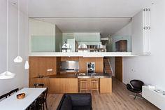 Un apartamento en Londres con una ingeniosa solución para la privacidad de los espacios a doble altura