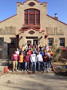 These Cobbers spent their Saturday serving the community of #Minot, N.D., through Concordia's 'Flood of Love' efforts. Learn more: http://ow.ly/9SHvy #cordmn