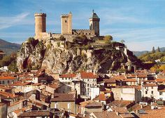 Château de Foix - Well Preserved Medieval Cathar Castle in France Oh The Places You'll Go, Places To Visit, Albigensian Crusade, Belle France, Carcassonne, Famous Castles, Excursion, Visit France, Travel Humor