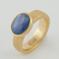 Hilde. Leiss at Patina Gallery. Ring, 18k gold band and setting, blue sapphire gemstone
