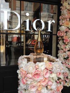 Dior Flowers, Flower Installation, Table Decorations, Create, Design, Home Decor, Decoration Home, Room Decor