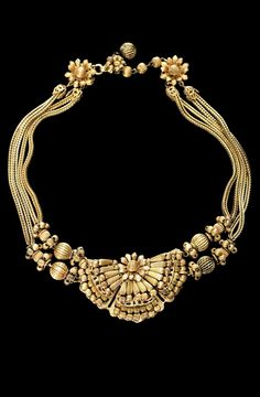 SO Pretty and unusual vintage Miriam Haskell #vintage necklace on our site! http://dressingvintage.com/miriam-haskell-signed-multi-strand-vintage-necklace/ … pic.twitter.com/CReKkpYFh6