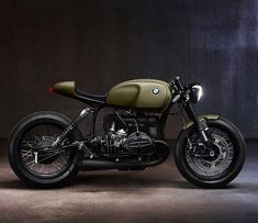 Generally, there isn't anything particularly novel about building a stylish café racer out of a classic BMW motorcycle. But if you can get a current BMW Bmw Cafe Racer, Estilo Cafe Racer, Moto Cafe, Cafe Bike, Cafe Racer Motorcycle, Motorcycle Design, Women Motorcycle, Motorcycle Helmets, Motorcycle Workshop