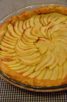 Per preparare una torta di mele deliziosa, ma semplice e veloce da realizzare, l'ingrediente segreto è la pasta brisée; non ve ne pentirete!