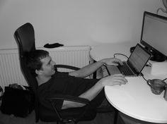 Sami nejlépe víme, že práce u počítače je velmi náročná, a někdy už vymýšlíme hotovou kamasútru poloh, jak se nejlépe usadit (viz náš kodér Tom :D). Víme, že podnikání také přináší spousty hodin strávených v sedě, a proto přinášíme tip na článek o tom, jak rozhýbat tělo po práci za počítačem ►►► http://bit.ly/218bUX8. :-)  https://www.shopnero.cz/  #prace