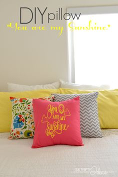 "DIY pillow covering with ""You are my sunshine"" saying on it. Heat Transfer Vinyl Tutorial using a craft cutter (Silhouette or Cricut) Diy Pillow Covers, Diy Pillows, Pillow Ideas, Cushions, Craft Tutorials, Craft Projects, Craft Ideas, Fun Crafts, Diy And Crafts"