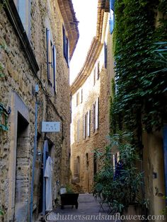 Streets in Lourmarin in the Luberon Valley, Vaucluse, Provence, France