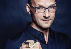Johannes Weege - Manu Schmuck #designerschmuck Wood Watch, Fashion, Face, Pictures, Wooden Clock, Moda, Fashion Styles, Fashion Illustrations