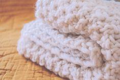 Oh mon chunky plaid ! Merino Wool Blanket, Crochet, Couture, Plaid, Knitting, Tuto Tricot, Bebe, Objects, Crochet Hooks